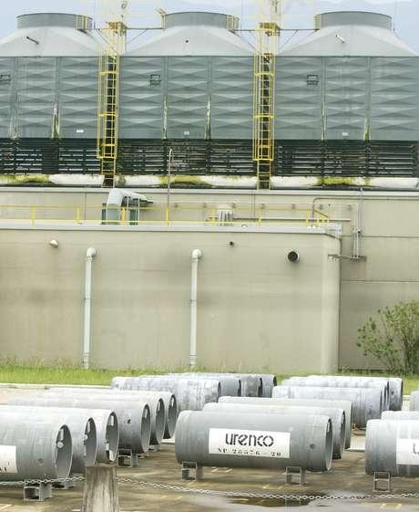 Reservatórios de urânio em unidade nuclear em Resende (RJ) 19/10/2004 REUTERS/Bruno Domingos