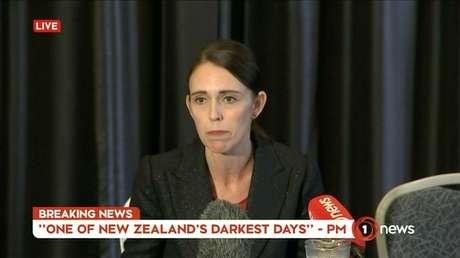 Primeira-ministra da Nova Zelândia, Jacinda Ardern, faz pronunciamento na TV 15/03/2019 TVNZ/via REUTERS