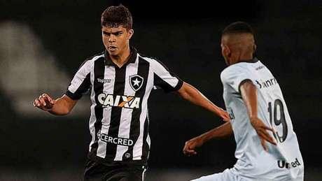 Fernando ainda não estreou pelos profissionais do Botafogo (Foto: Vitor Silva/SS Press/Botafogo)