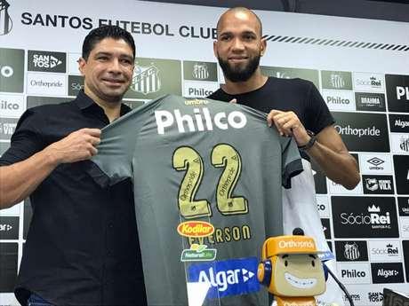 Renato, em apresentação do goleiro Everson, então terceiro reforço da temporada (Arthur Faria/Lancepress)