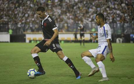 Thiago Galhardo deixou o campo debaixo de aplausos da torcida (Foto: Marcelo Goncalves/Photo Premium)