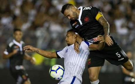Castan isentou Valentim pelo gol sofrido no fim da partida (Foto: Celso Pupo/Fotoarena)