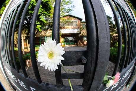 Homenagem na porta da Escola Raul Brasil, palco do massacre em Suzano