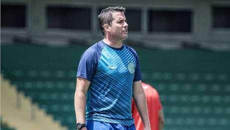 Osmar Loss é demitido após derrota do Guarani por 3 a 0 para a Ponte Preta.