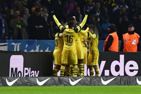 Dortmund venceu de virada e segue na briga (Foto: AFP)