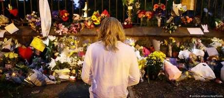 Memorial improvisado em memória das vítimas do massacre que chocou a Nova Zelândia