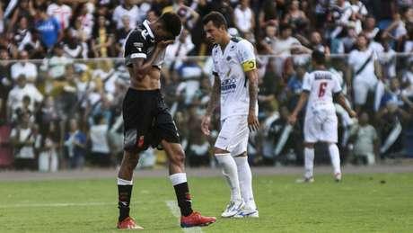 Marrony lamenta um dos vários gols perdidos do Vasco, neste domingo (Foto: Lucas Tavares/Zimel Press/Lancepress!)