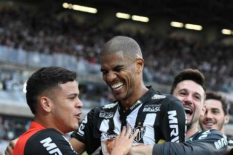 Comemoração do gol de Leonardo Silva, do Atlético-MG, na partida contra América-MG, válida pelo Campeonato Mineiro