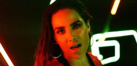 Cantora incentiva as mulheres a se livrarem da ditadura da beleza perfeita