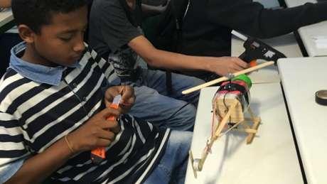 No início do projeto, estudantes criavam brinquedos que sempre quiseram ter e não tinham