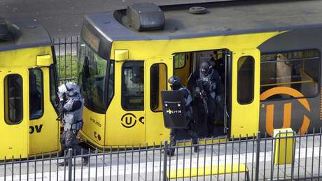 Polícia afirmou que todos os esforços agora estão voltados para a captura do suspeito do ataque