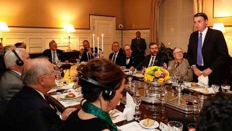 Bolsonaro discursa em jantar na casa do embaixador brasileiro em Washington