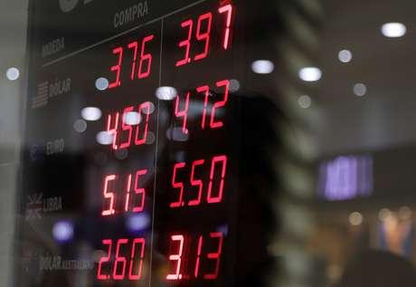 Cotações do mercado em frente a uma corretora de valores. 8/6/2018. REUTERS/Ricardo Moraes