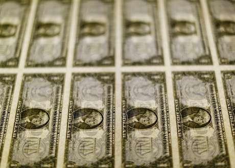 Impressão de cédulas de dólar nos Estados Unidos. 14/11/2014.  REUTERS/Gary Cameron/Files