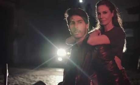 """Gimenez com o modelo que participou de algumas fotos: """"Quero um bofe lindo"""""""