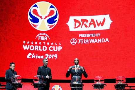 O ex-jogador Kobe Bryant durante o sorteio dos grupos do Mundial de Basquete de 2019