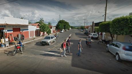 Imagem de rua movimentada em Pontalina, em Goiás