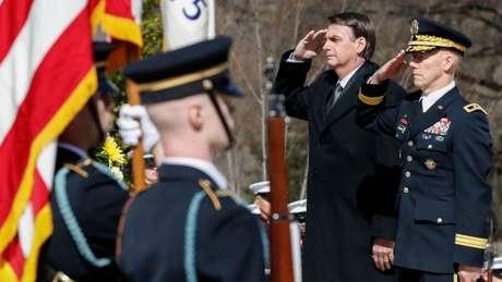 À tarde, Bolsonaro participou de cerimônia no cemitério militar de Arlington