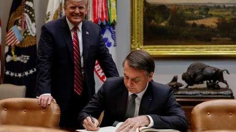 Antes do encontro, Bolsonaro assinou o livro de visitas da Casa Branca