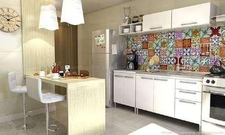 32. Modelo de banqueta alta para cozinha com decoração clean