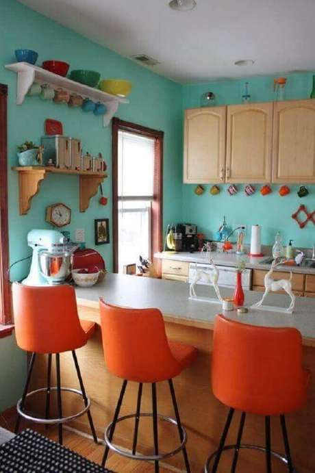 78. Decoração simples com banquetas para cozinha colorida – Foto: Home Design