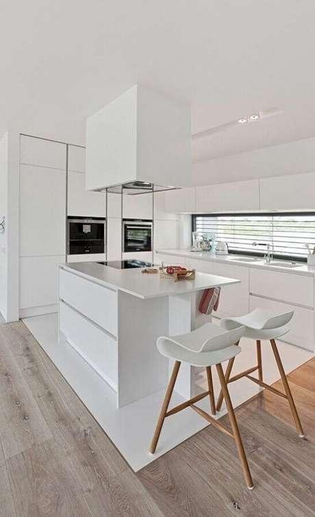 92. As banquetas para cozinha podem se tornar o grande destaque decorativo do ambiente – Foto: Idées de Décoration