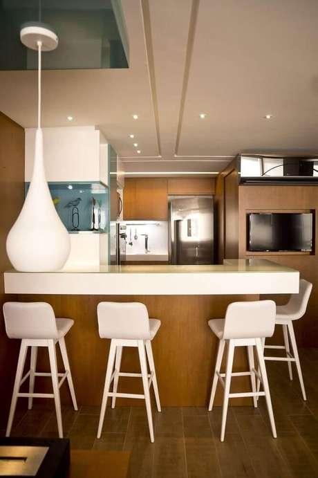 56. Modelo branco de banqueta alta para cozinha