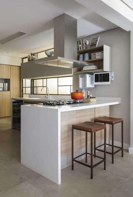 35. Modelo simples de banquetas baixas para cozinha