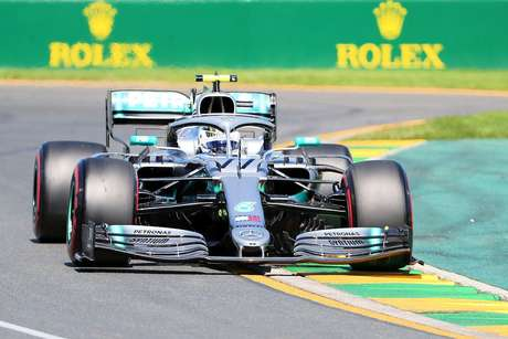 Mercedes explica porque não fez pit-stop para Bottas