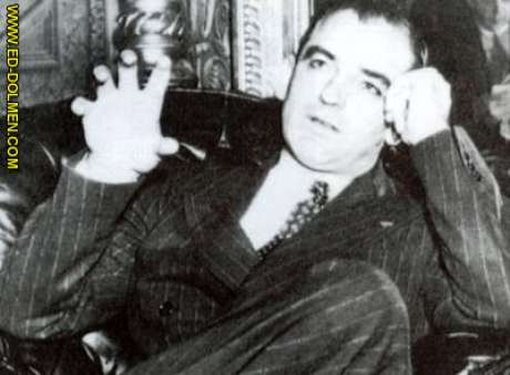 Senador Joseph MacCarthy, caçador de comunistas