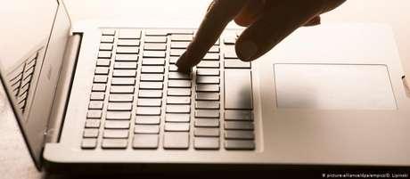 Mesmo explicitamente excluída do artigo 13, Wikipedia pressiona por liberdade de expressão na internet