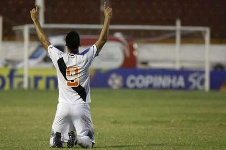 Tiago Reis comemora um de seus nove gols na Copa São Paulo deste ano (foto: Ale Vianna/ Divulgação)