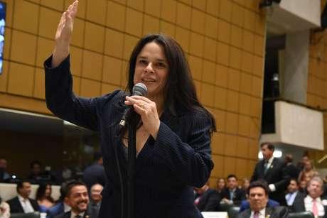 A deputada Janaína Paschoal no plenário da Assembléia Legislativa de São Paulo