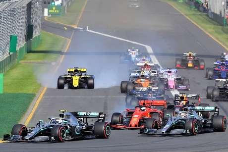 """Pilotos não enxergaram luzes de largada; FIA está """"trabalhando em solução"""" para o Bahrein"""