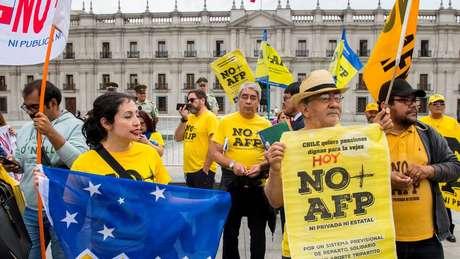 Desequilíbrios no sistema de aposentadorias motivaram diversos protestos no Chile