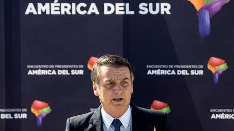 A visita do presidente Jair Bolsonaro ao Chile, a primeira que ele faz ao país desde que tomou posse, está gerando forte polêmica no território andino