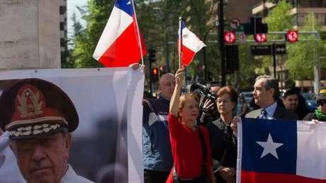 Grupos defendem herança de Pinochet, apesar de violações de direitos humanos