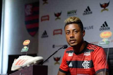 Bruno Henrique cobra atenção com o bom momento do meia Ganso