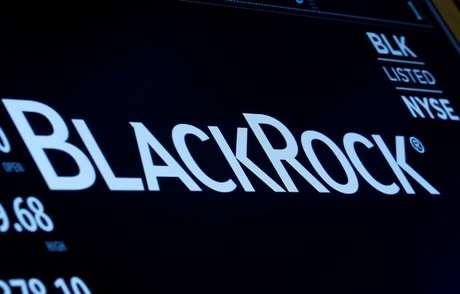 Logotipo da BlackRock é mostrado em painel da bolsa de Valores de Nova York. 30/3/2017. REUTERS/Brendan McDermid
