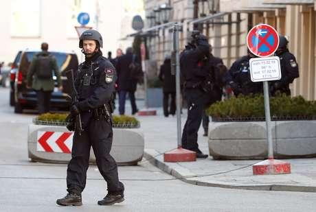 Policiais alemães em rua de Munique 15/02/2019 REUTERS/Michael Dalder
