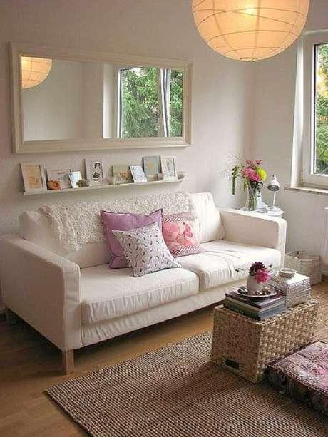 3- Na decoração de sala simples e barata o tapete é de fibra natural. Fonte: Doce Obra
