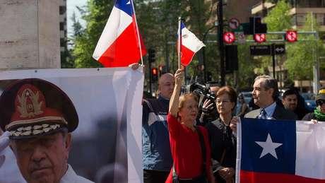 Apesar de violações de direitos humanos, Pinochet ainda tem apoiadores no Chile