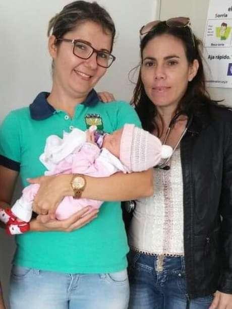 Yulia Molina (à esq.) está há dois anos sem conseguir trabalho no Brasil