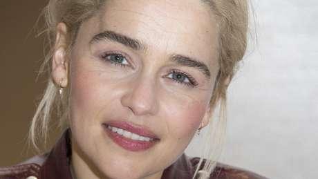 Emilia Clarke tinha 24 anos quando sofreu seu primeiro aneurisma
