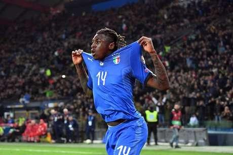 Moise Kean celebra gol pela Itália