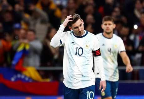 Messi lamenta gol da Venezuela contra a Argentina
