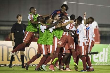Bangu vence o Vasco e avança para a semifinal da Taça Rio
