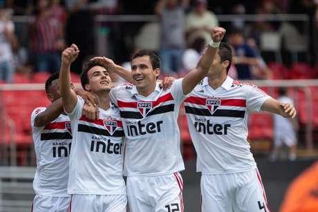 São Paulo volta a jogar bem e vence o Ituano por 2 a 1 no Morumbi, em partida válida pelas quartas de final do Campeonato Paulista