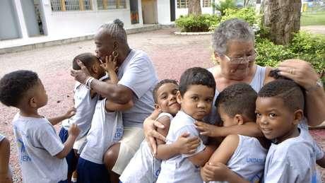 Centro de acolhimento de idosos, que também funciona como creche, atende moradores em situação de vulnerabilidade social