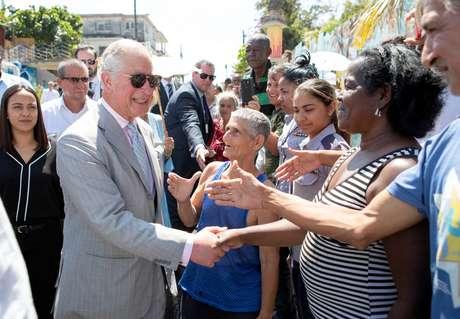 Príncipe Charles conversa com cubanos em Havana 25/03/2019 Jane Barlow/Pool via REUTERS